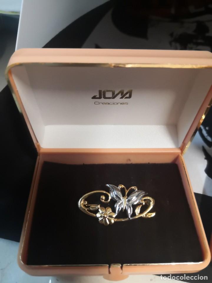 Joyeria: 2 broches dorados vintage antiguos en su caja plastica - Foto 2 - 217711615