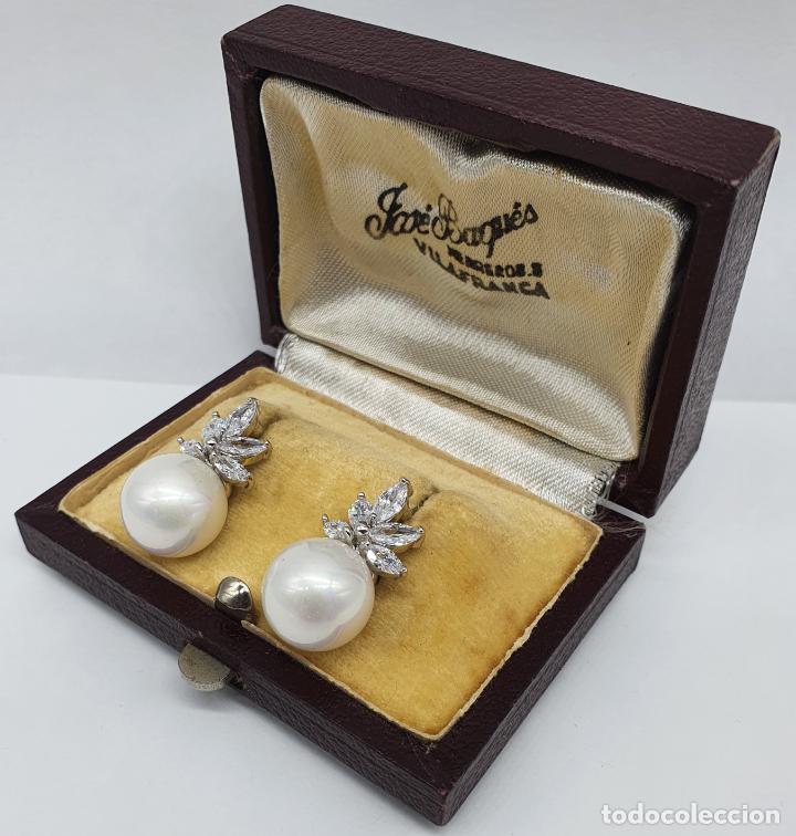 Joyeria: Elegantes pendientes para novia chapados en oro blanco de 18k, circonitas talla marqués y perlas . - Foto 2 - 246372575