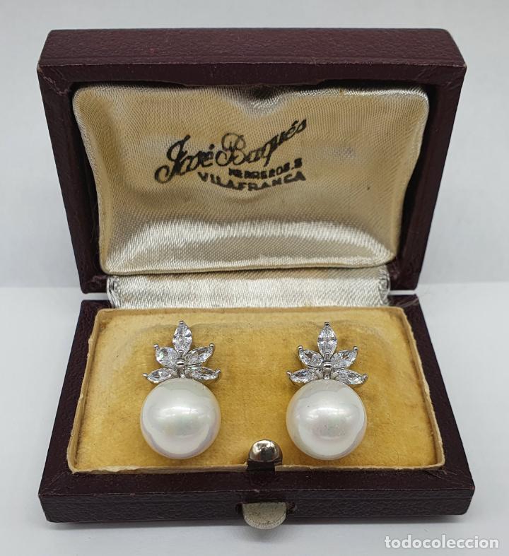 Joyeria: Elegantes pendientes para novia chapados en oro blanco de 18k, circonitas talla marqués y perlas . - Foto 3 - 246372575