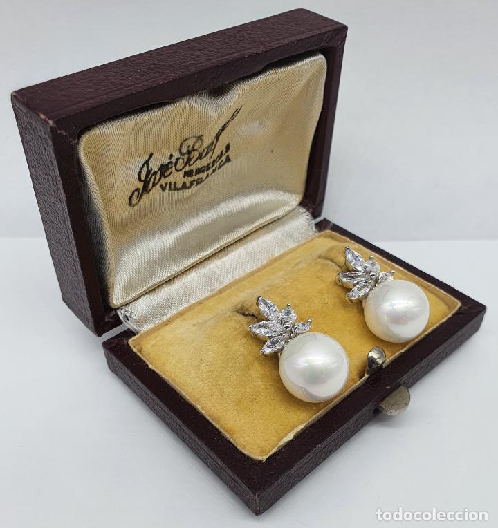 Joyeria: Elegantes pendientes para novia chapados en oro blanco de 18k, circonitas talla marqués y perlas . - Foto 4 - 246372575