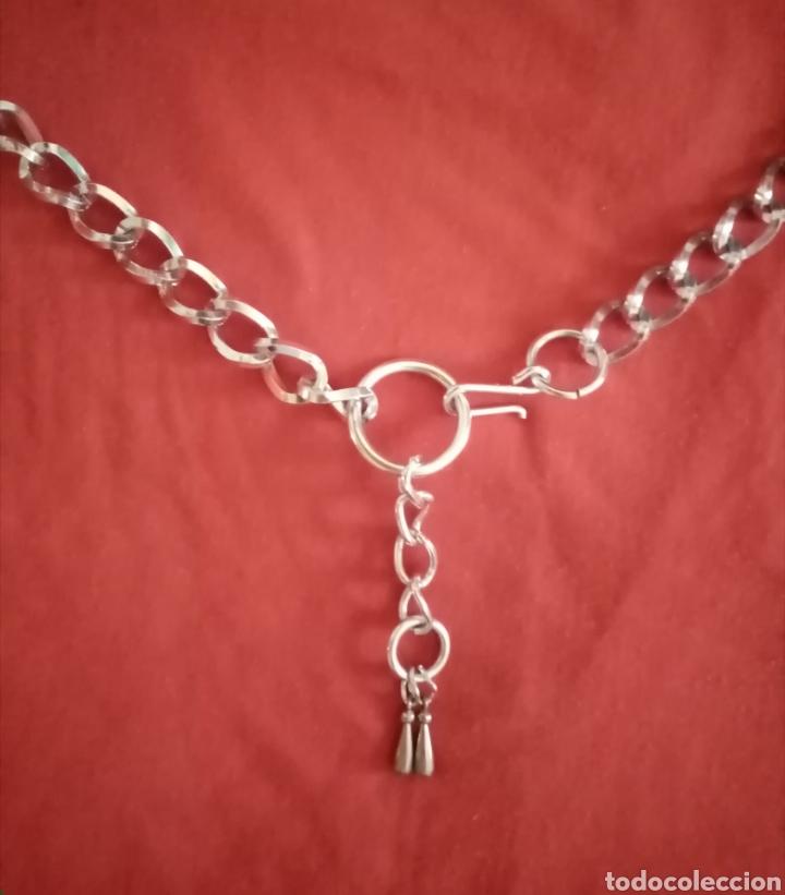 Joyeria: Antiguo cinturón vintage con forma decadena y colgante. Color plata. Muy lucido - Foto 2 - 219087362