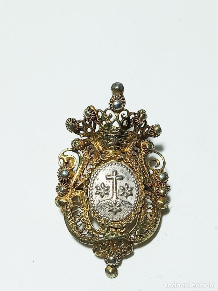 Joyeria: Conjunto de tres broches en filigrana de plata y esmalte. 7 g. 3 cm. Siglo XIX. - Foto 4 - 219362606