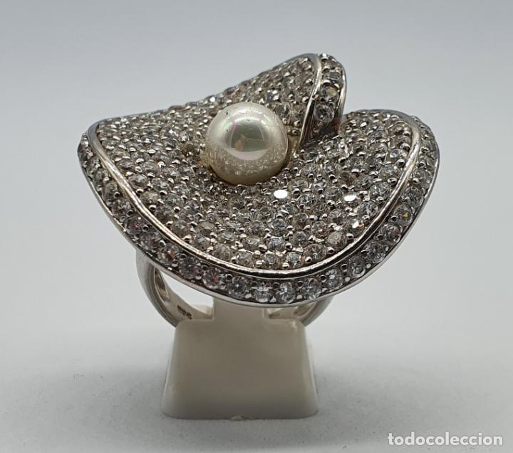 Joyeria: Majestuoso anillo de diseño en plata de ley maciza cuajado de circonitas talla brillante y perla . - Foto 3 - 220650381