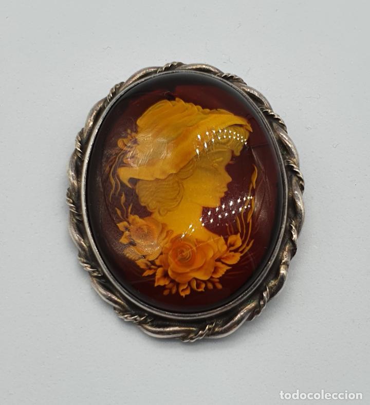 Joyeria: Gran medallón broche antiguo en plata de ley torneada y cabujón camafeo de ámbar tallado a mano . - Foto 6 - 220887731