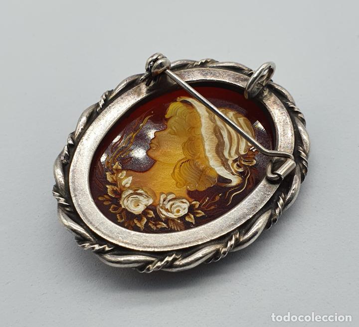 Joyeria: Gran medallón broche antiguo en plata de ley torneada y cabujón camafeo de ámbar tallado a mano . - Foto 8 - 220887731
