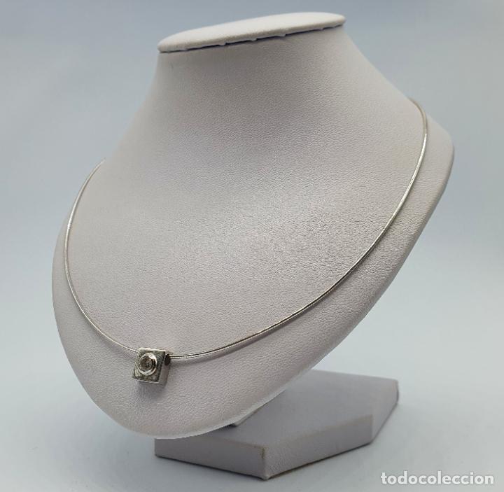 Joyeria: Elegante gargantilla en oro blanco de 18k con dije cuadrado y circonita talla diamante incrustada . - Foto 2 - 221295458