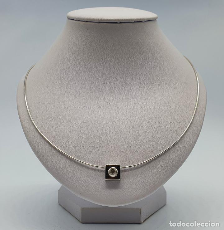 Joyeria: Elegante gargantilla en oro blanco de 18k con dije cuadrado y circonita talla diamante incrustada . - Foto 3 - 221295458