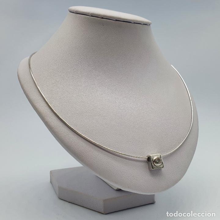Joyeria: Elegante gargantilla en oro blanco de 18k con dije cuadrado y circonita talla diamante incrustada . - Foto 4 - 221295458