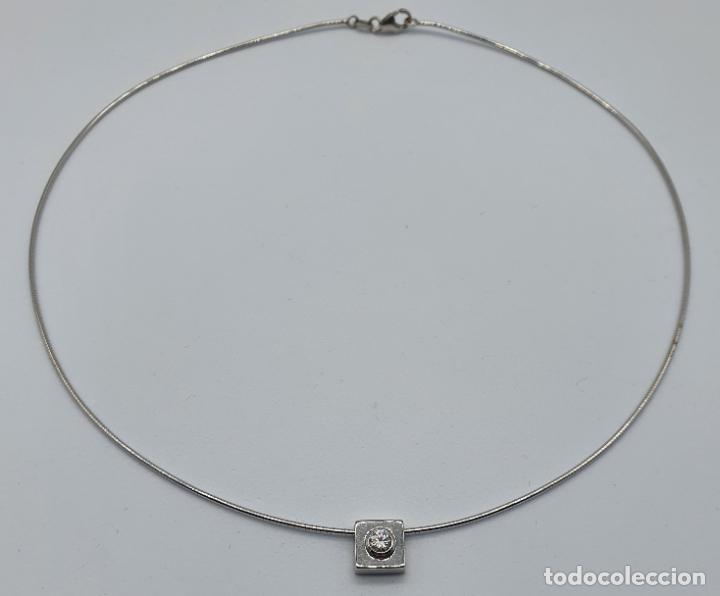 Joyeria: Elegante gargantilla en oro blanco de 18k con dije cuadrado y circonita talla diamante incrustada . - Foto 6 - 221295458