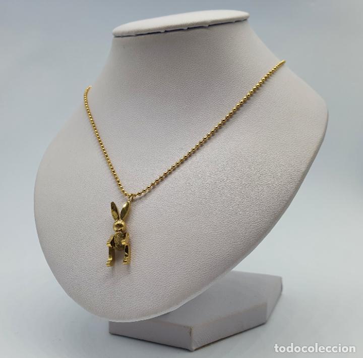Joyeria: Bella gargantilla con conejito articulado simulando conejo de peluche de acero chapado en oro de 18k - Foto 2 - 221296457