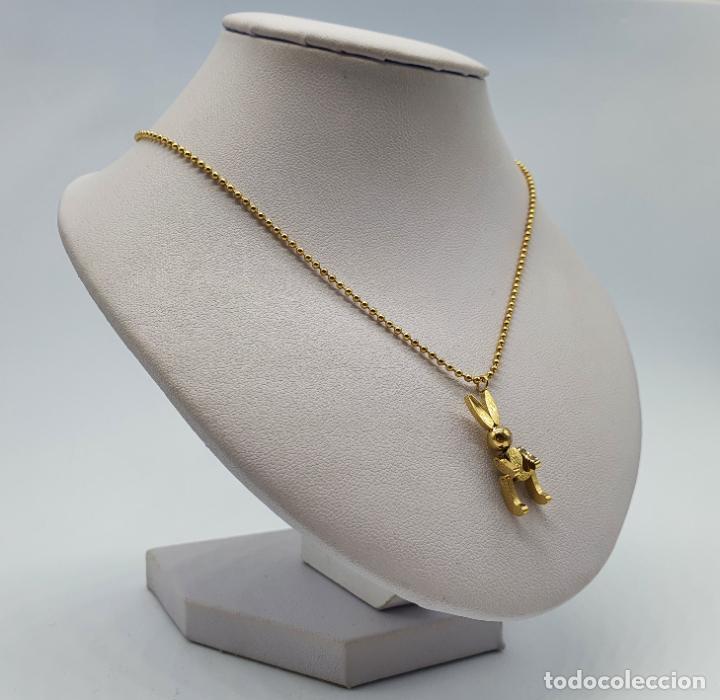 Joyeria: Bella gargantilla con conejito articulado simulando conejo de peluche de acero chapado en oro de 18k - Foto 4 - 221296457