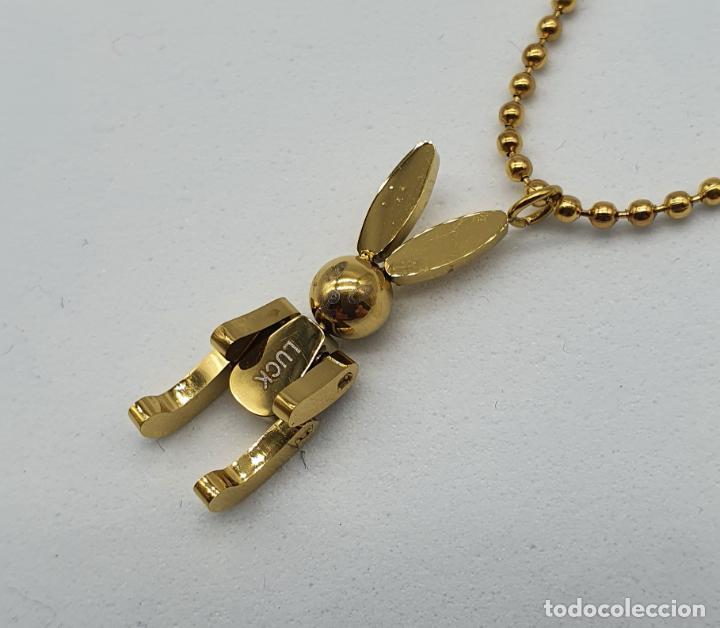 Joyeria: Bella gargantilla con conejito articulado simulando conejo de peluche de acero chapado en oro de 18k - Foto 7 - 221296457