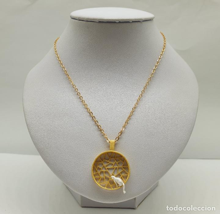 Joyeria: Colgante de diseño sofisticado de celosía con gato en plata de ley 925 y acabados en oro de 18k . - Foto 2 - 222434736