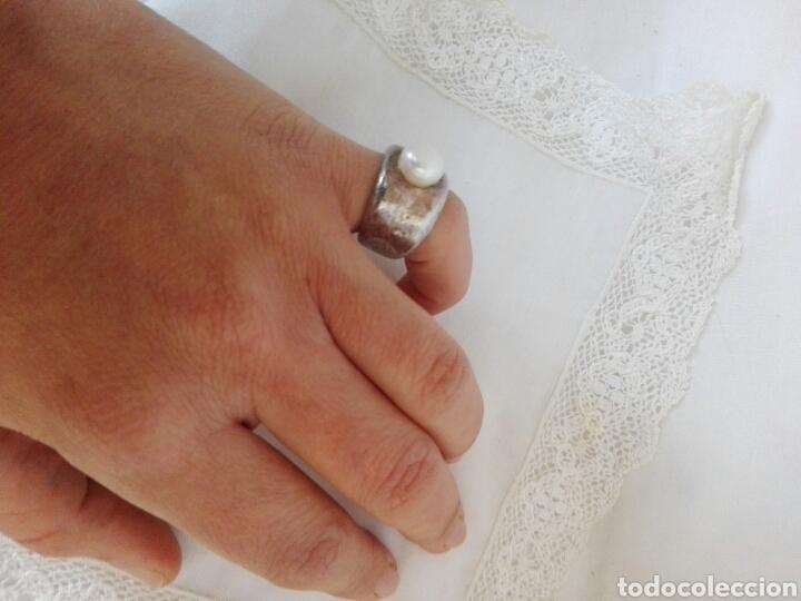 Joyeria: Anillo diseño antiguo en plata como oscurecida y gran simil perla, marca Tous - Foto 4 - 222458285
