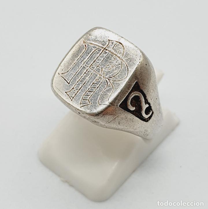Joyeria: Anillo antiguo tipo sello modernista en plata de ley maciza con iniciales cinceladas a mano . - Foto 2 - 222917558