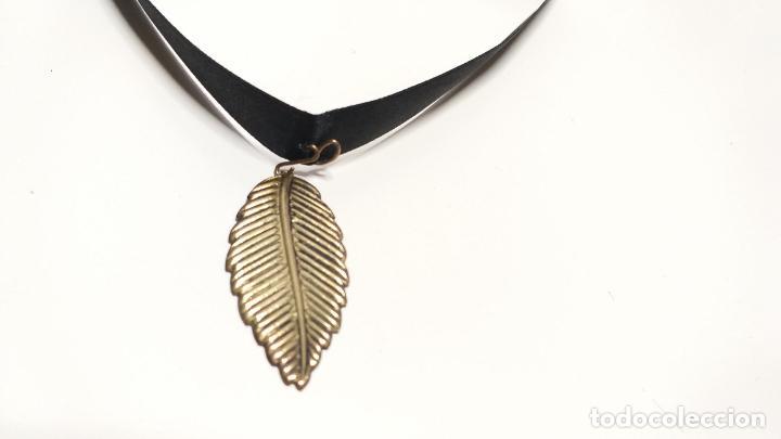 Joyeria: Collar Vintage de cinta negra para llevar a cuello. Con colgante de hoja dorada. Vintage Style - Foto 6 - 224138670