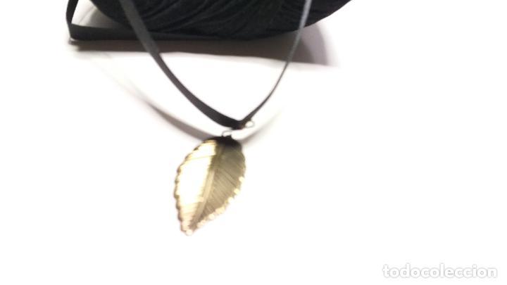 Joyeria: Collar Vintage de cinta negra para llevar a cuello. Con colgante de hoja dorada. Vintage Style - Foto 7 - 224138670