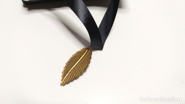 Joyeria: Collar Vintage de cinta negra para llevar a cuello. Con colgante de hoja dorada. Vintage Style - Foto 8 - 224138670