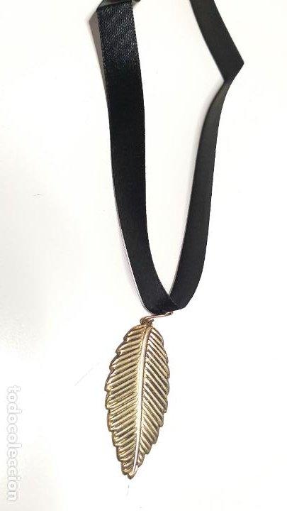 Joyeria: Collar Vintage de cinta negra para llevar a cuello. Con colgante de hoja dorada. Vintage Style - Foto 10 - 224138670