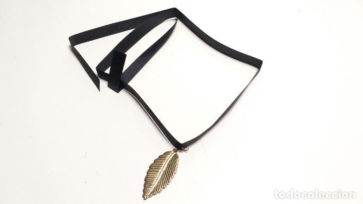 Joyeria: Collar Vintage de cinta negra para llevar a cuello. Con colgante de hoja dorada. Vintage Style - Foto 11 - 224138670
