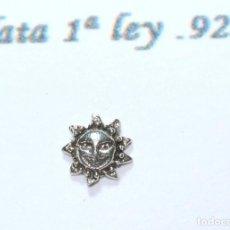 Joyeria: PENDIENTE DE PLATA DE 1RA LEY .925 DISEÑO SOL, 6 MM, NUEVO CON EMPAQUE. Lote 227089785