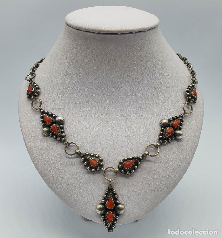 Joyeria: Preciosa gargantilla antigua en plata de ley repujada y cabujones de coral auténtico . - Foto 3 - 227723550