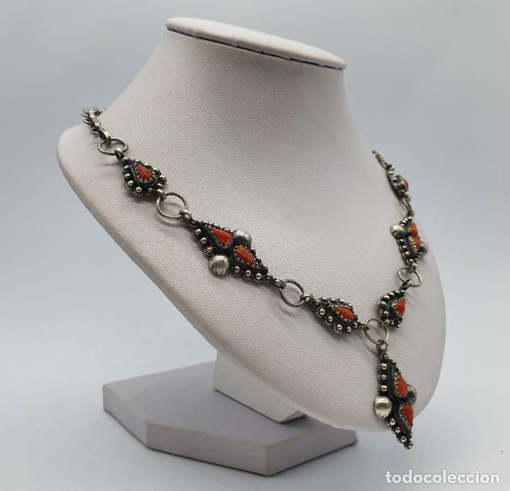 Joyeria: Preciosa gargantilla antigua en plata de ley repujada y cabujones de coral auténtico . - Foto 4 - 227723550