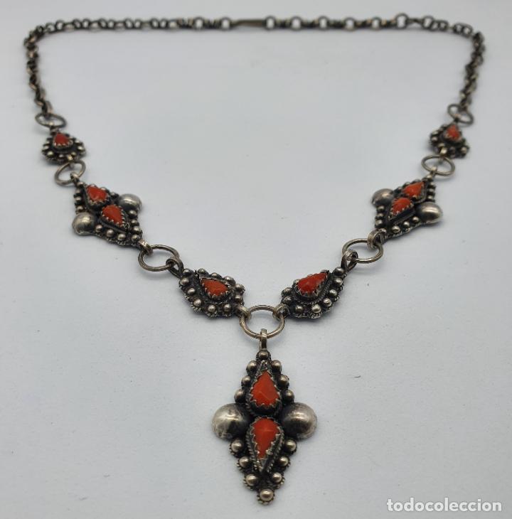 Joyeria: Preciosa gargantilla antigua en plata de ley repujada y cabujones de coral auténtico . - Foto 5 - 227723550