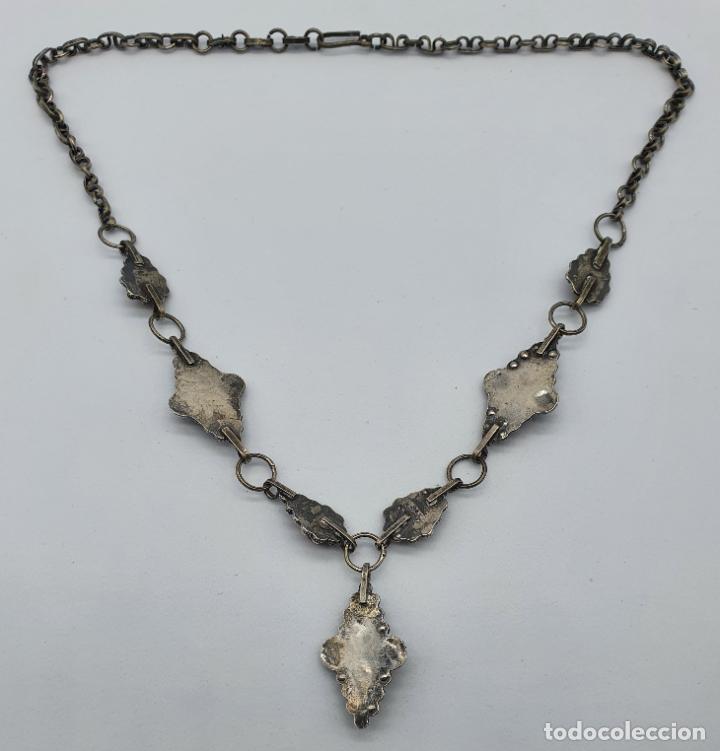 Joyeria: Preciosa gargantilla antigua en plata de ley repujada y cabujones de coral auténtico . - Foto 6 - 227723550