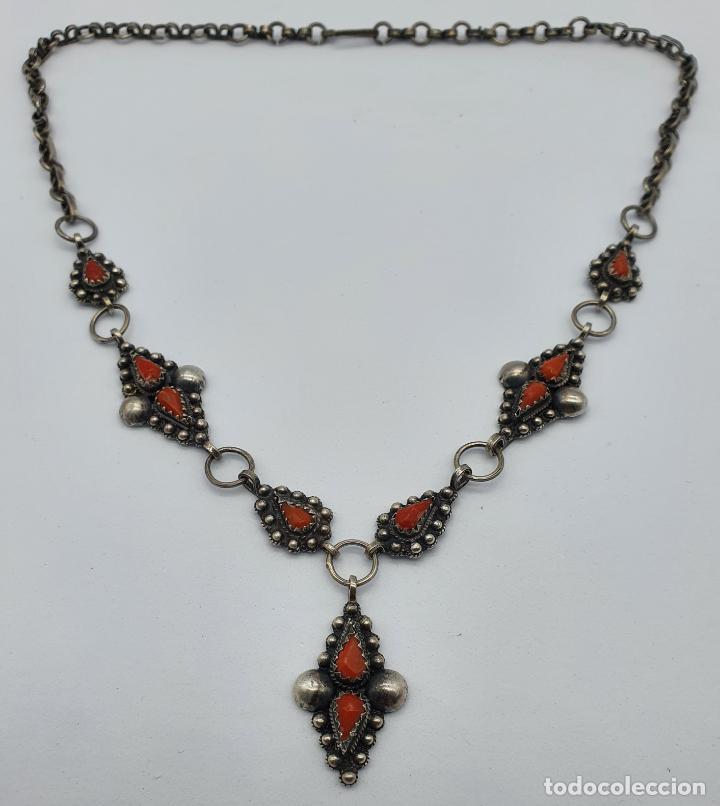 Joyeria: Preciosa gargantilla antigua en plata de ley repujada y cabujones de coral auténtico . - Foto 7 - 227723550