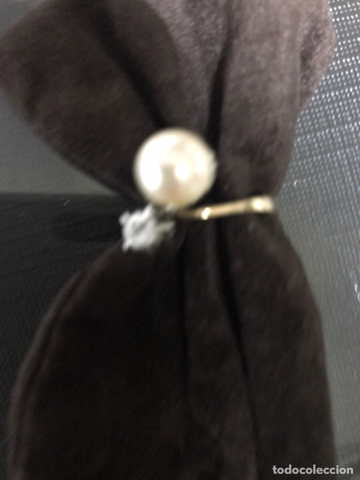Joyeria: Anillo de oro con un gran diamante talla brillante y un perla - Foto 4 - 228071773