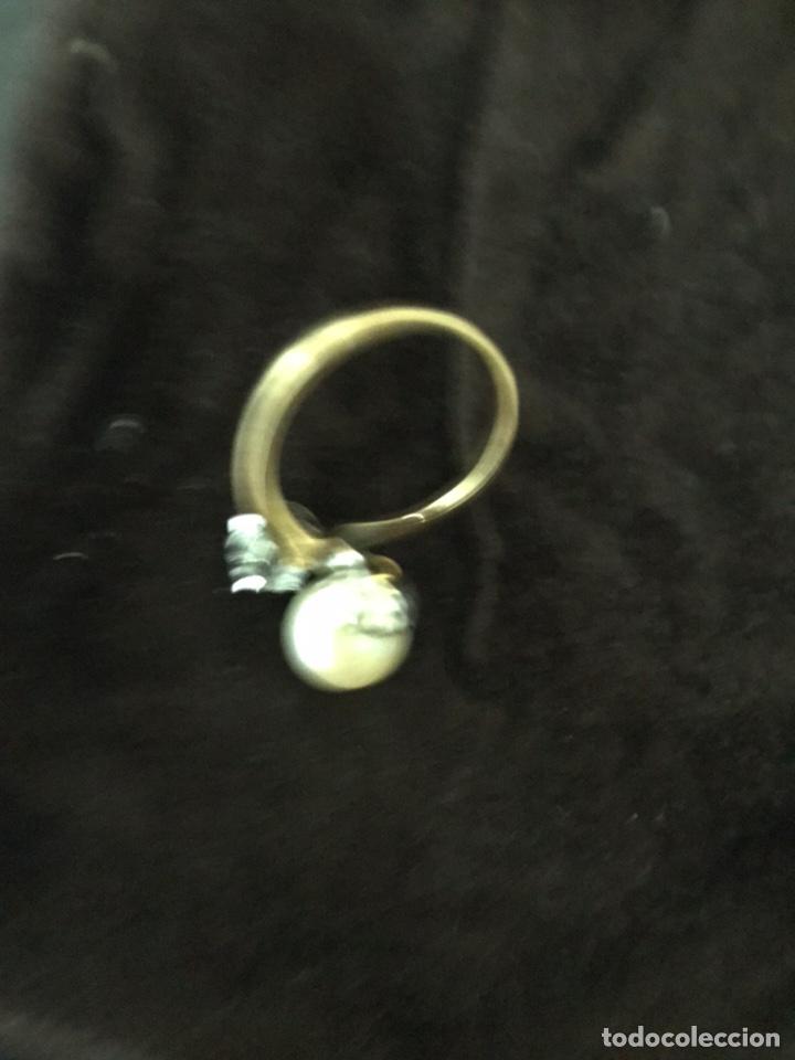 Joyeria: Anillo de oro con un gran diamante talla brillante y un perla - Foto 5 - 228071773