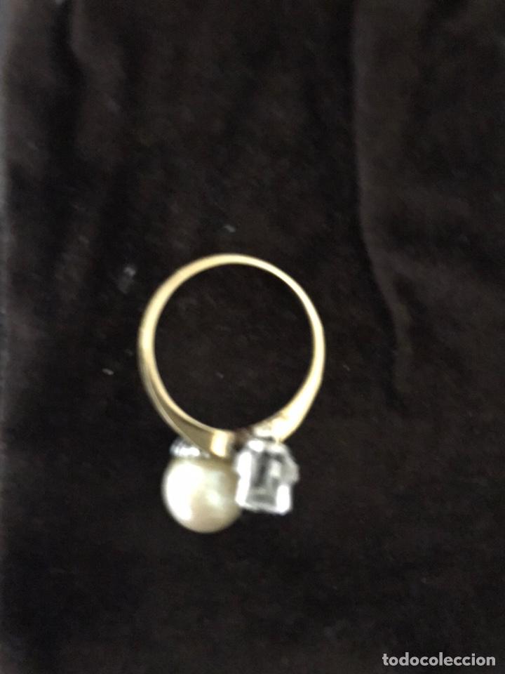 Joyeria: Anillo de oro con un gran diamante talla brillante y un perla - Foto 6 - 228071773