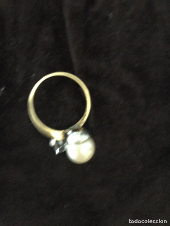 Joyeria: Anillo de oro con un gran diamante talla brillante y un perla - Foto 7 - 228071773