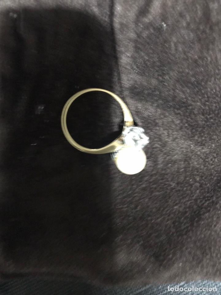 Joyeria: Anillo de oro con un gran diamante talla brillante y un perla - Foto 9 - 228071773