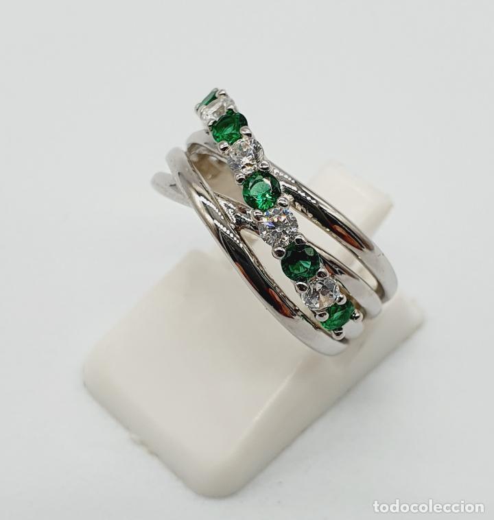 Joyeria: Elegante anillo en plata de ley, con circonitas y turmalinas verdelitas talla diamante engarzadas . - Foto 2 - 229695960
