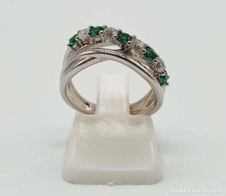 Joyeria: Elegante anillo en plata de ley, con circonitas y turmalinas verdelitas talla diamante engarzadas . - Foto 3 - 229695960
