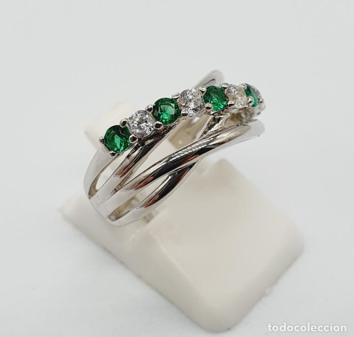 Joyeria: Elegante anillo en plata de ley, con circonitas y turmalinas verdelitas talla diamante engarzadas . - Foto 4 - 229695960