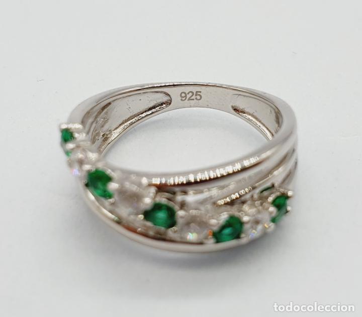 Joyeria: Elegante anillo en plata de ley, con circonitas y turmalinas verdelitas talla diamante engarzadas . - Foto 6 - 229695960