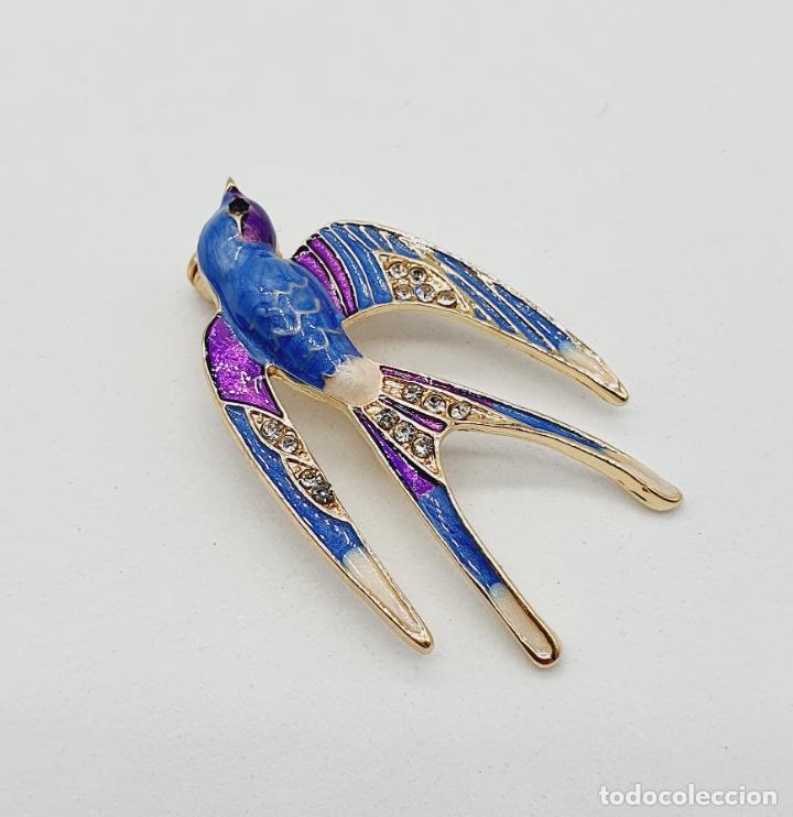Joyeria: Precioso broche de golondrina con acabados en oro, esmaltes al fuego y circonitas talla brillante . - Foto 3 - 229899205