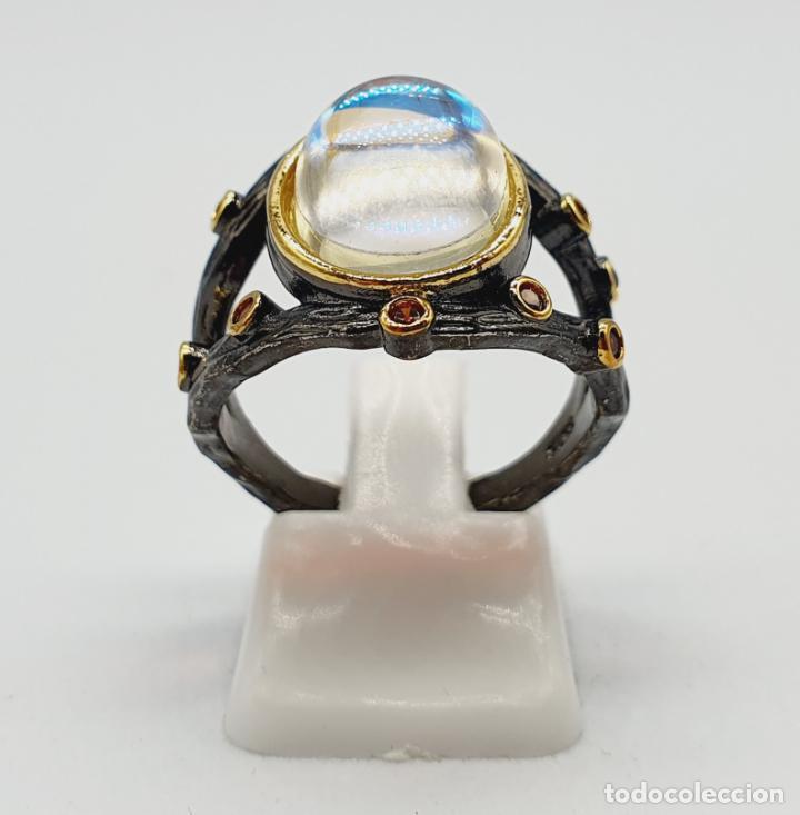 Joyeria: Original anillo de diseño chapado en rutenio, oro de 18k, turmalinas y cabujon opalescente . - Foto 2 - 238509990