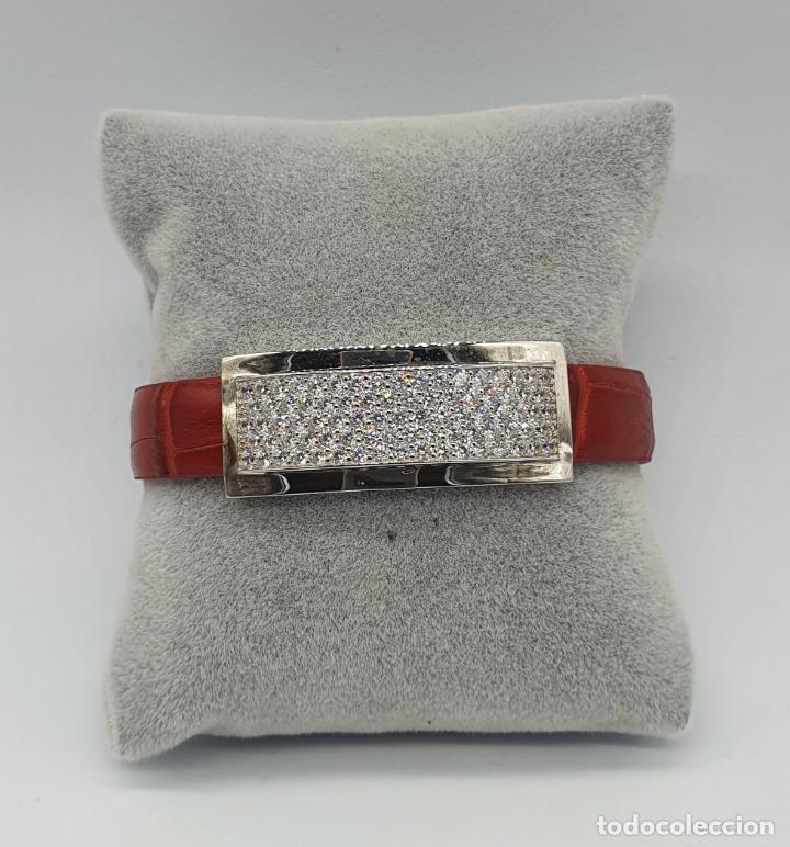 Joyeria: Sofisticado brazalete de diseño elegante en plata de ley, cuero rojo y pavé de circonitas . - Foto 2 - 238651745