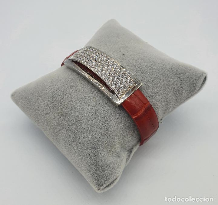 Joyeria: Sofisticado brazalete de diseño elegante en plata de ley, cuero rojo y pavé de circonitas . - Foto 3 - 238651745