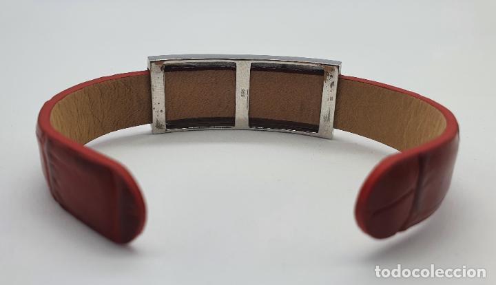 Joyeria: Sofisticado brazalete de diseño elegante en plata de ley, cuero rojo y pavé de circonitas . - Foto 6 - 238651745