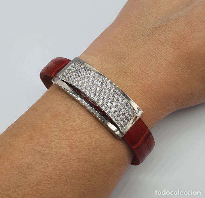 Joyeria: Sofisticado brazalete de diseño elegante en plata de ley, cuero rojo y pavé de circonitas . - Foto 7 - 238651745