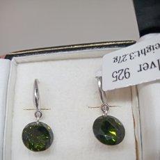 Joyeria: PENDIENTES DE PLATA DE LEY 925 CON CZ VERDE OLIVA. Lote 239592640