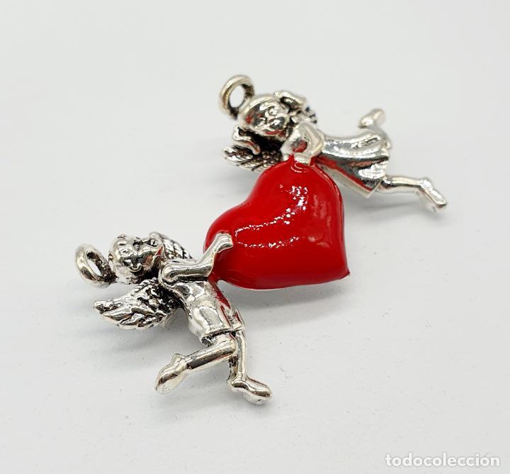 Joyeria: Bello broche de estilo vintage, corazón sujeto por dos angelitos con baño de plata y esmalte rojo . - Foto 2 - 241477105