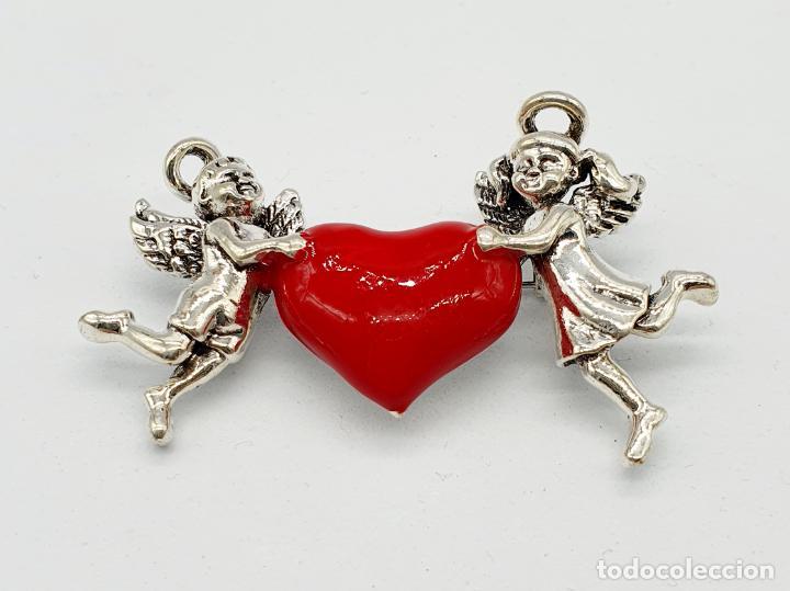 Joyeria: Bello broche de estilo vintage, corazón sujeto por dos angelitos con baño de plata y esmalte rojo . - Foto 3 - 241477105