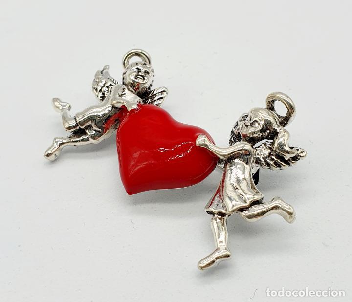 Joyeria: Bello broche de estilo vintage, corazón sujeto por dos angelitos con baño de plata y esmalte rojo . - Foto 4 - 241477105