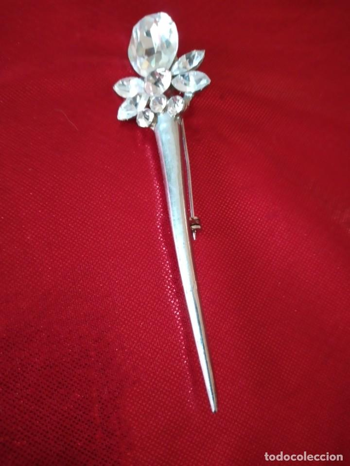 Joyeria: Precioso broche de metal plateado con cristales. - Foto 2 - 242398075